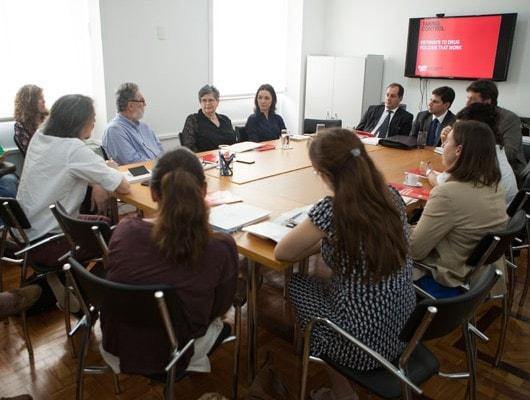 Mesa-e-participantes