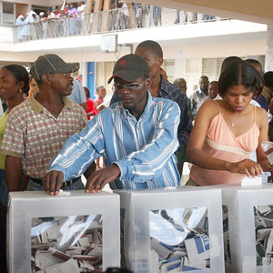rsz_haitians_voting_in_the_2006_elections