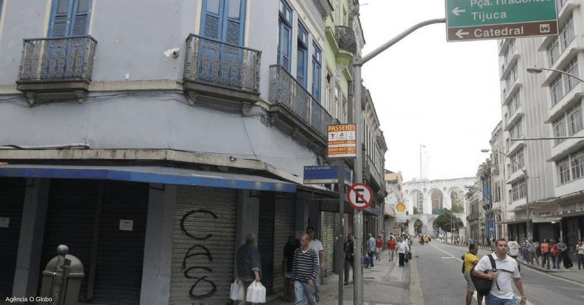 Trecho a Rua dos Inválidos e a Rua do Lavradio, na região central do Rio