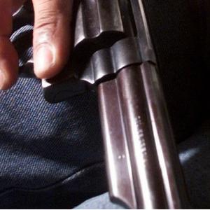"""Candidatos que defendem direito de ter armas """"surfam no pânico"""", dizem ONGs"""