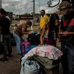Venezuelanos fogem para as cidades latino-americanas, não para campos de refugiados